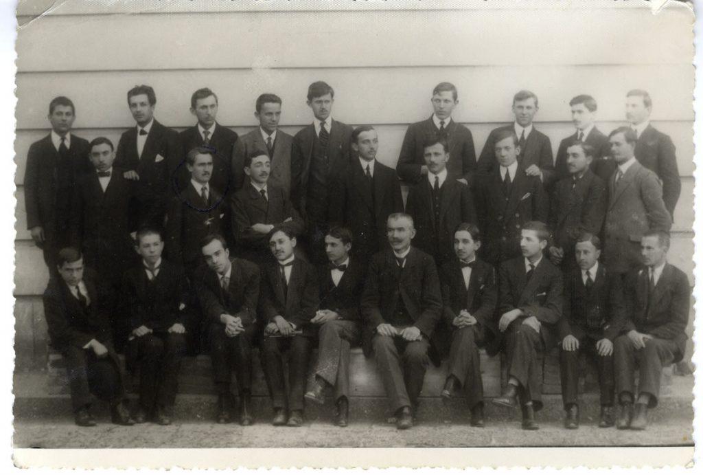 Maturanti II Beogradske gimnazije, 1914.godine, srednji red, drugi s leva
