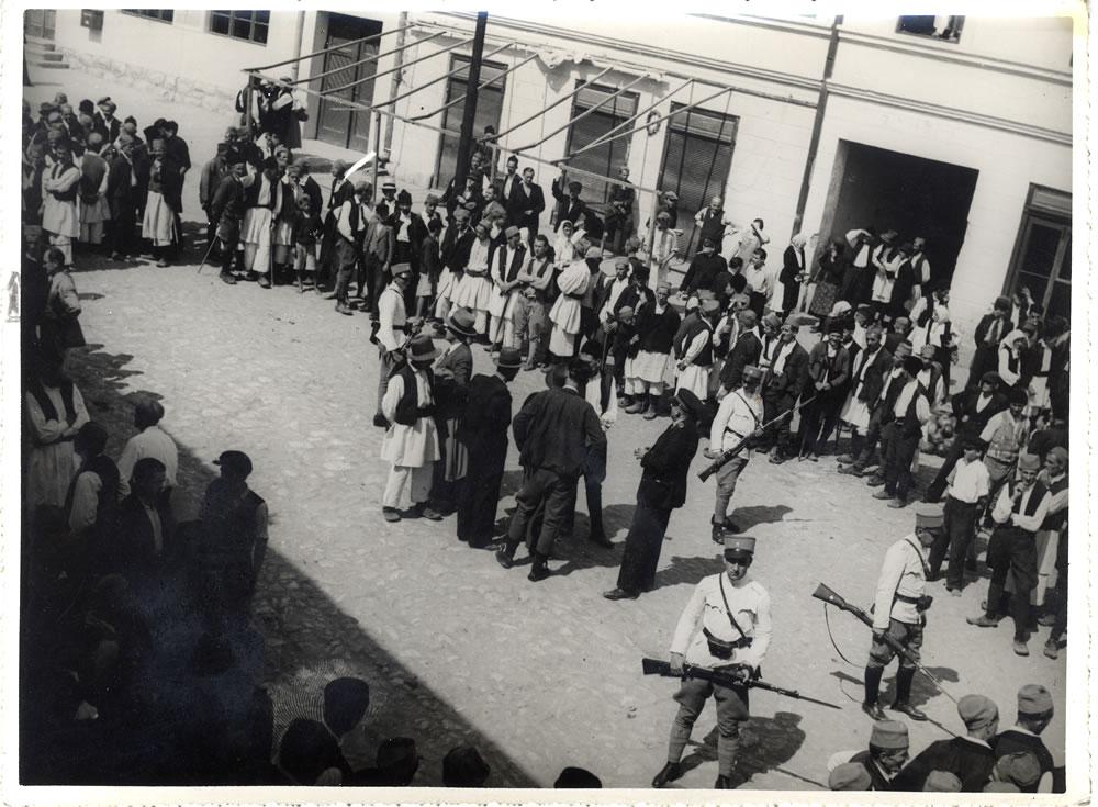 Krupanj, 1938.godine, policija i vojska rasteruju zbor