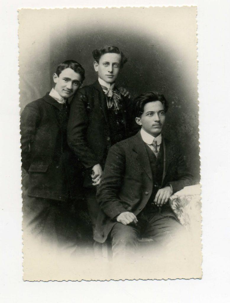Djaci socijalisti u Pirotu 1911,prvi s leva